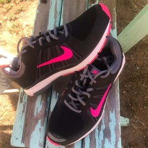 Women's Nike athletic lace up sneakers #8.5